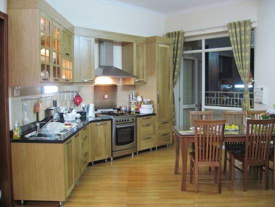 Hình ảnh của Tủ bếp gỗ tự nhiên