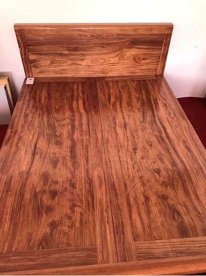 Hình ảnh của Giường ngủ gỗ hương xám